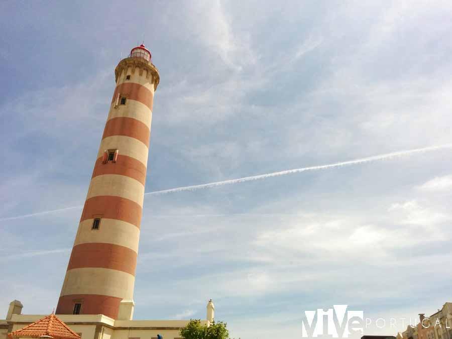 Faro de Barra guía de Aveiro