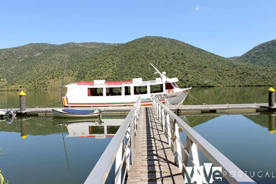 Barco que realiza los paseos por el Duero