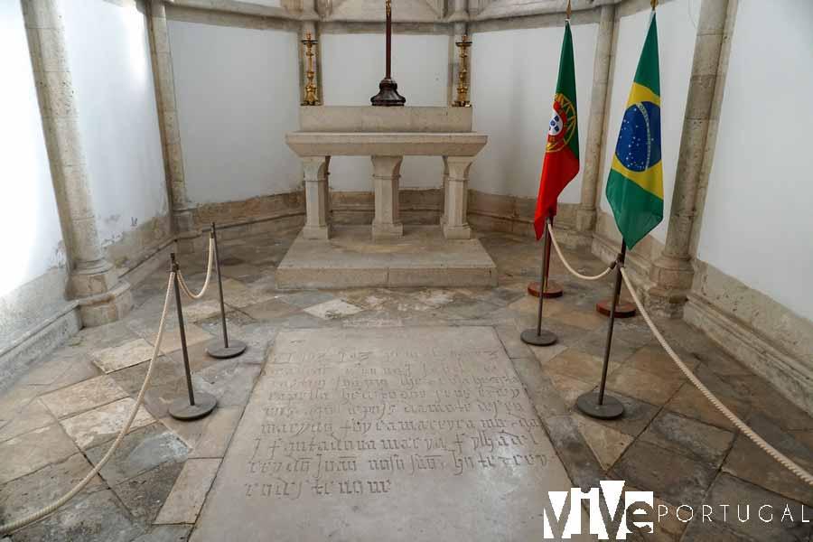 Tumba de Álvares Cabral en la iglesia de Nuestra Señora de Graça que ver en Santarém