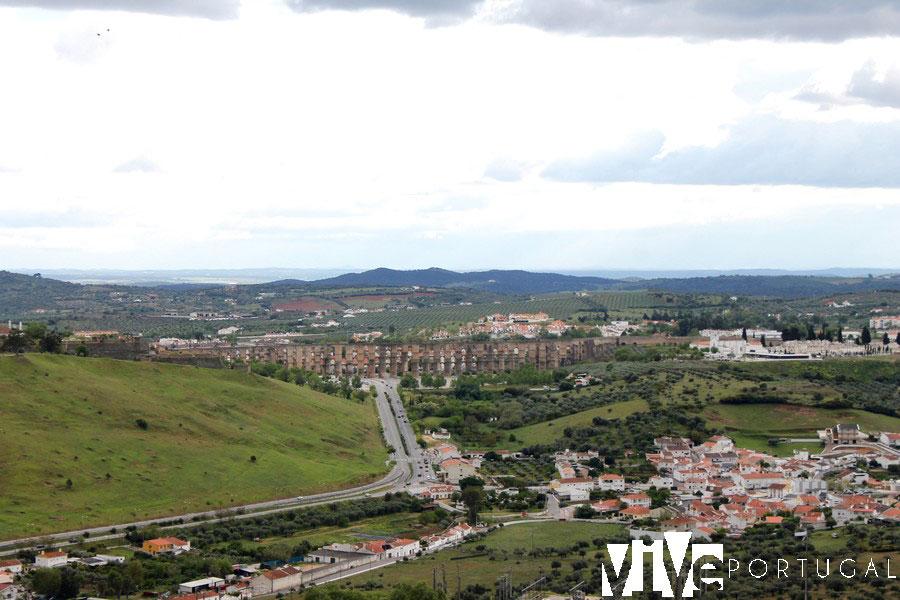 Elvas y el acueducto de Amoreira desde el Forte de Graça