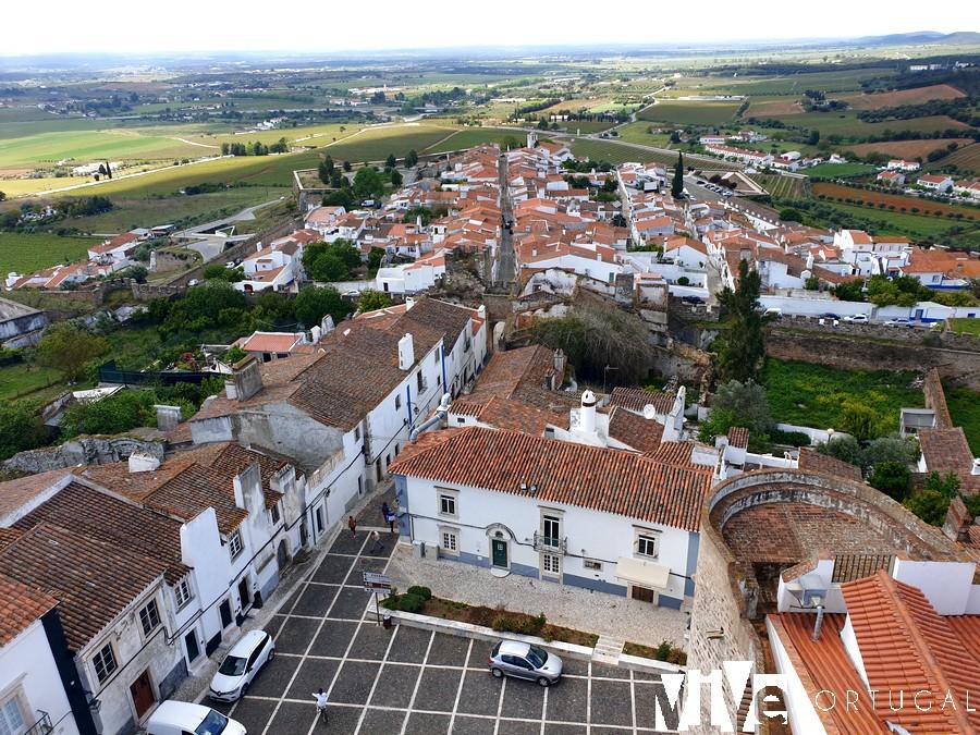 Vista de Estremoz y los campos alentejanos desde la torre del Paço Reial