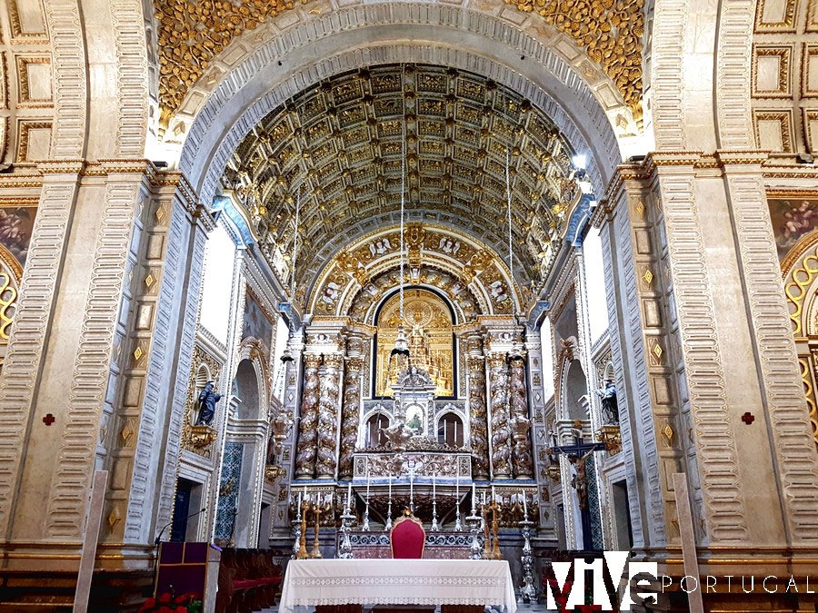Altar mayor de la igreja de Nossa Senhora da Nazaré