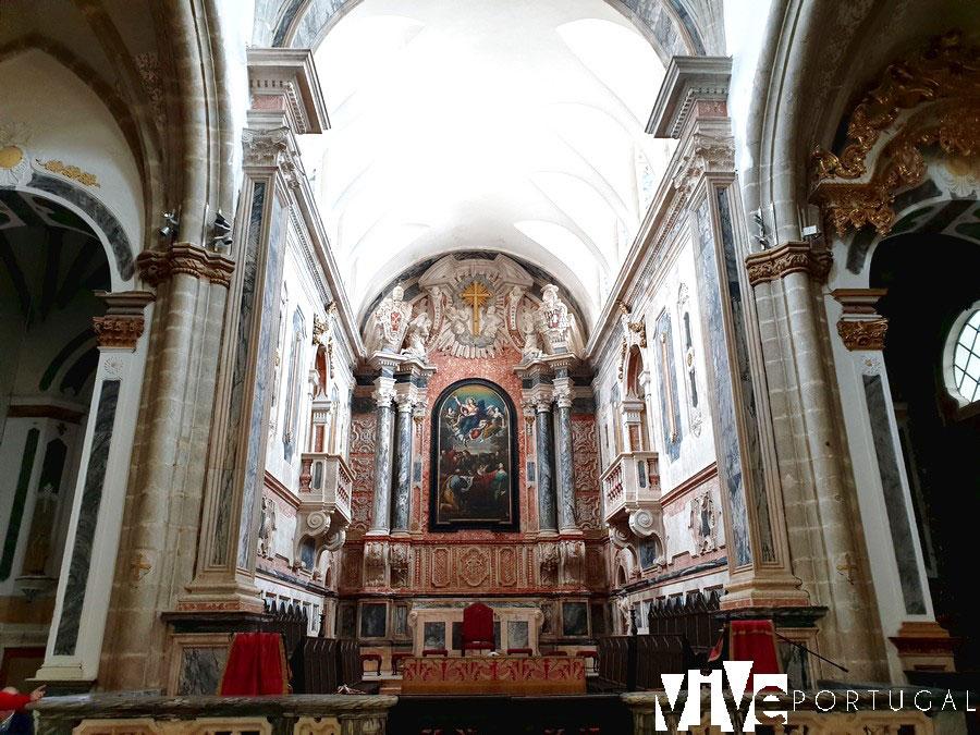 Interior de la igreja de Nossa Senhora da Assunçao