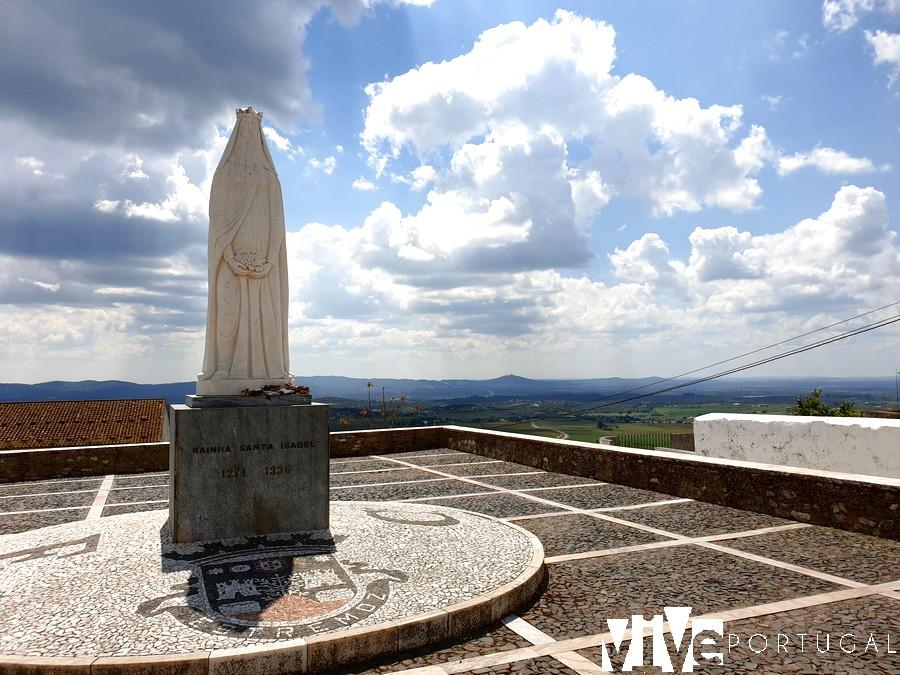 Estatua de la reina Santa Isabel