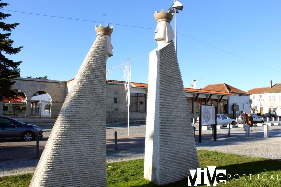 Esculturas del rey Dinis y Santa Isabel en Trancoso