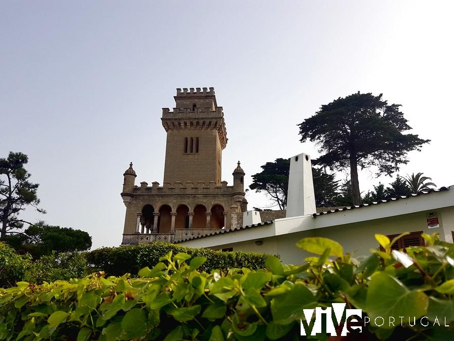 Torre construida en el jardín del palacio de Sotto Maior