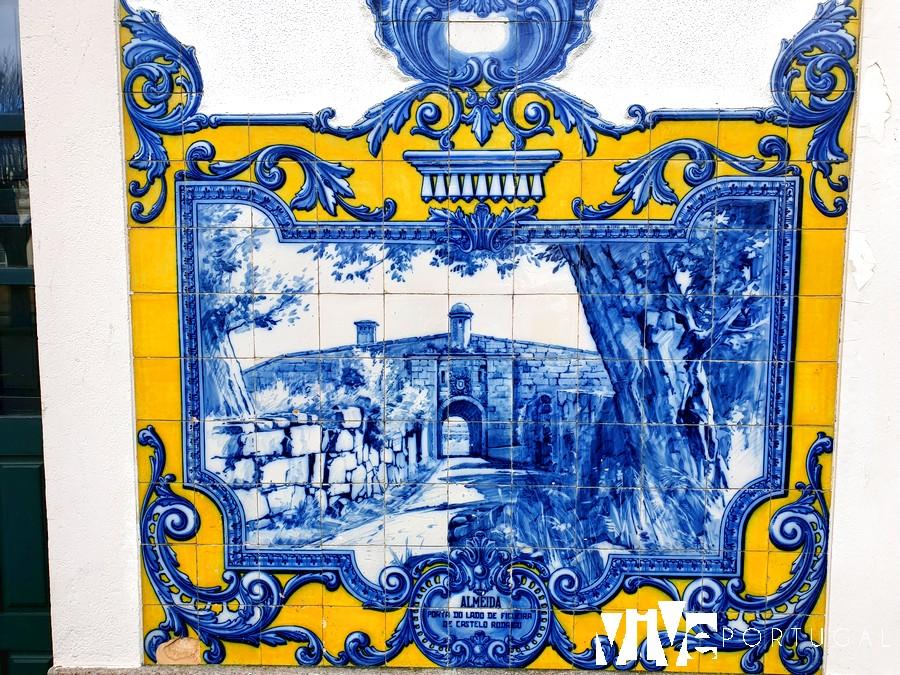 Detalle del panel de azulejos dedicado a Almeida