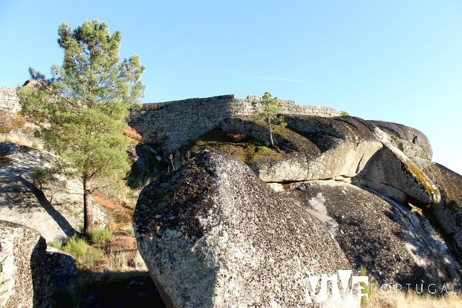 Murallas del castelo de Moreira de Rei